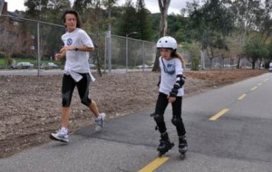 mom-daughter-jog-skate-240mv071409
